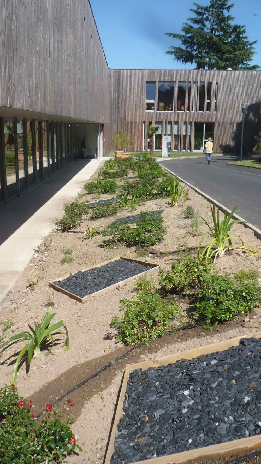 Adj espaces verts paysagiste saint mars de coutais for Jardin 44