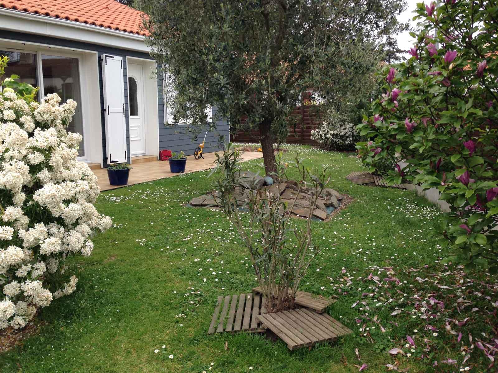Adj espaces verts paysagiste saint mars de coutais for Entretien jardin 53